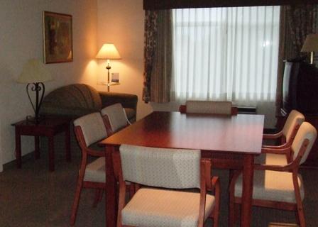 Wingate Inn Calgary Livingroom